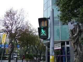 讓小綠人再跑一會  北市擴大試辦延長綠燈秒數