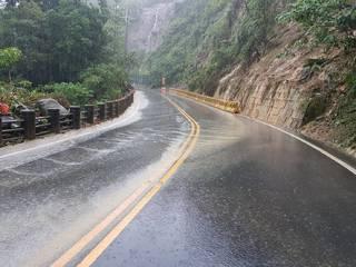 邊坡泥流災害影響 阿里山公路單向通車管制