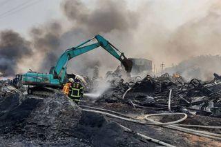 桃園塑膠工廠猛竄巨黑煙 悶燒15小時才停歇