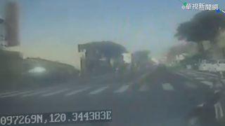 快訊/機車迴轉遭公車撞 騎士傷重不治