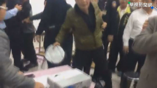 【午間搶先報】台糖說明爆衝突 鎮長翻桌飆三字經 | 華視新聞