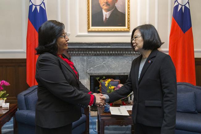 馬紹爾大使遞到任國書 蔡英文:盼深化兩國合作 | 華視新聞