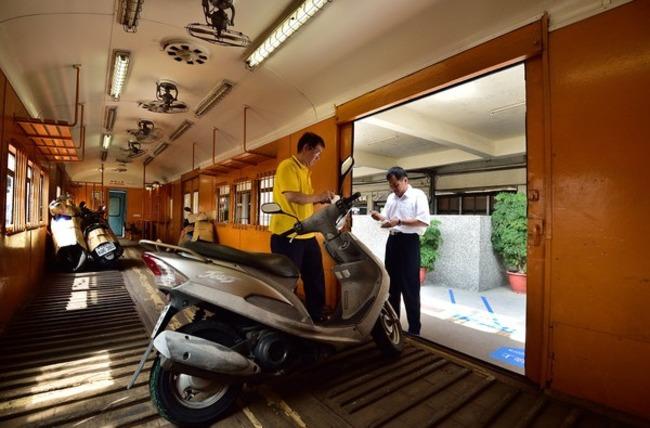 台鐵3月起停辦 機車託運將走入歷史 | 華視新聞