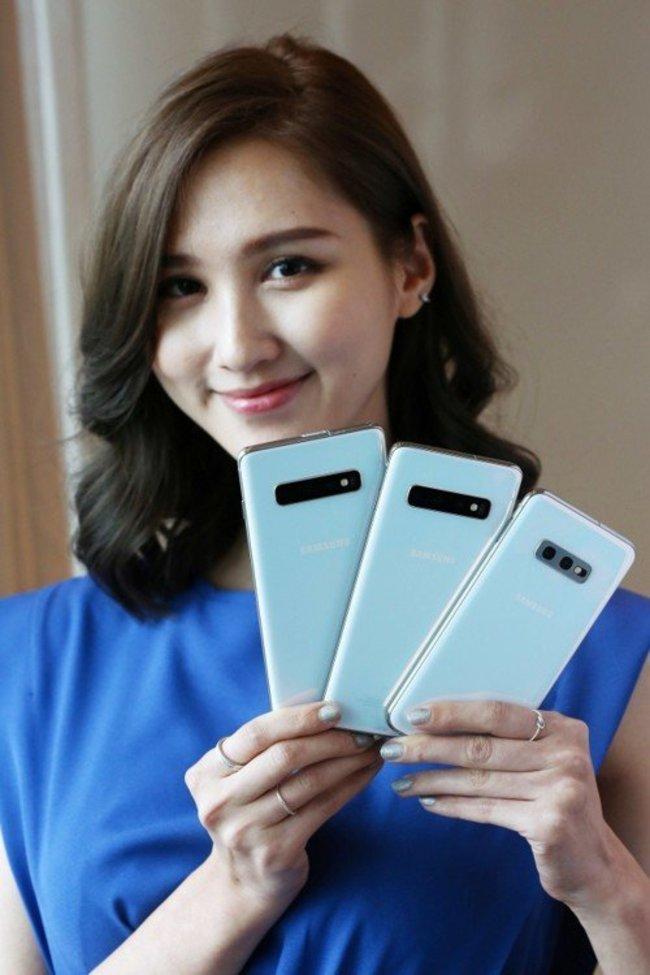三星旗鑑機三月上市 首款可凹折手機售價6萬元 | 華視新聞