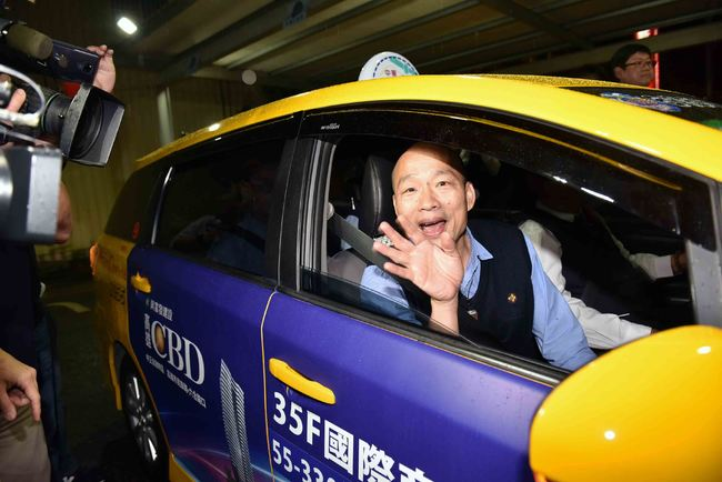 探訪計程車產業 韓國瑜要推「車資行動支付」 | 華視新聞