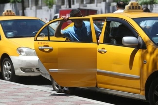 真好康!北市老人搭計程車最高補助50元 | 華視新聞