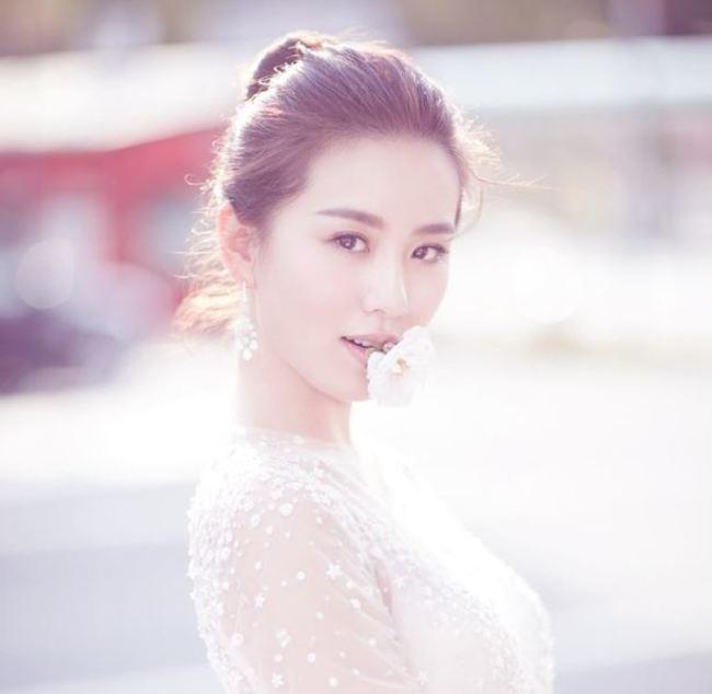 劉詩詩懷孕7月首PO近況 網友驚呼:腿還那麼瘦   華視新聞