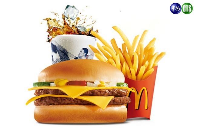 「嗶經濟」來了! 麥當勞即日起可刷4大電子票證 | 華視新聞