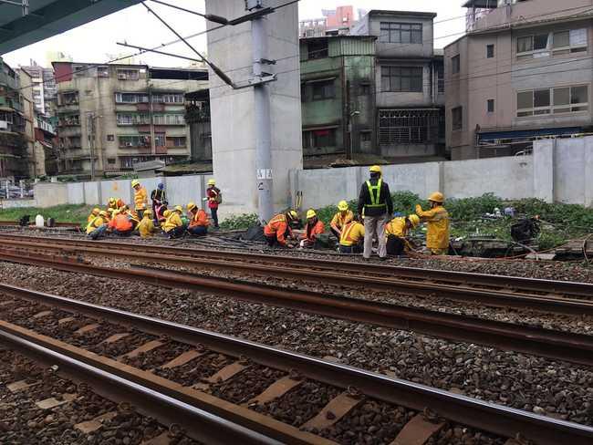 台鐵基隆站號誌故障 基隆=七堵列車晚15-30分鐘 | 華視新聞
