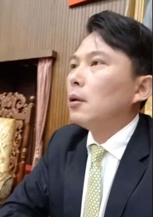 黃國昌立院議場直播 驚見立委「走光」 | 華視新聞