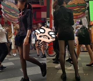 西門町舉牌妹「超長腿配黑絲」 網友全跪了