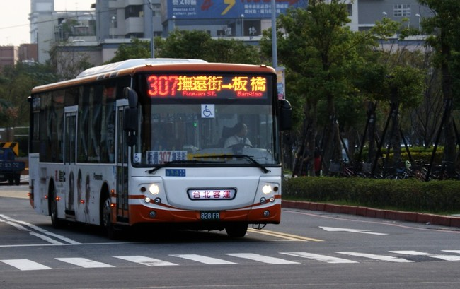 新北加強取締公車站違停 最高可罰1200元   華視新聞