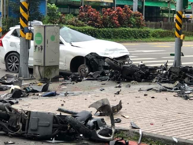 休旅車「上路首日」就失控 暴衝噴飛撞成廢鐵   華視新聞