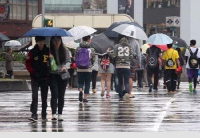 6縣市大雨特報 中部以北白天降雨趨緩   華視新聞