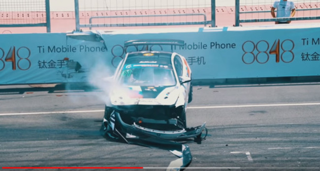 姚元浩參加超跑錦標賽 打滑撞牆車頭全毀   華視新聞