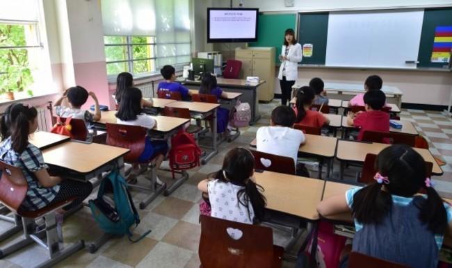 《教師法》修法三讀!加速汰除不適任教師 | 華視新聞