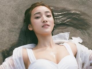 """夏宇禾比基尼 """"最美女醫""""濕身大解放"""