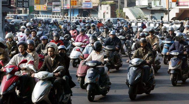 機車密度冠全台!屏東積極推公共運輸 | 華視新聞