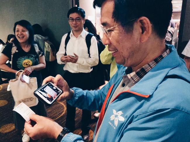 教長潘文忠支持陳彥博 秀票根邀同仁去戲院「追夢」 | 華視新聞