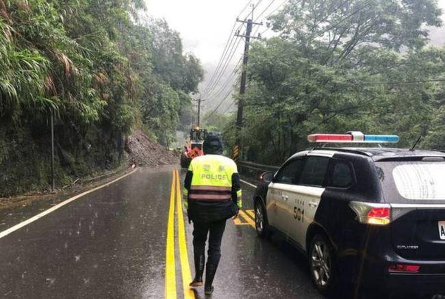 快訊》埔霧公路人止關段坍方 估下午3點搶通 | 華視新聞