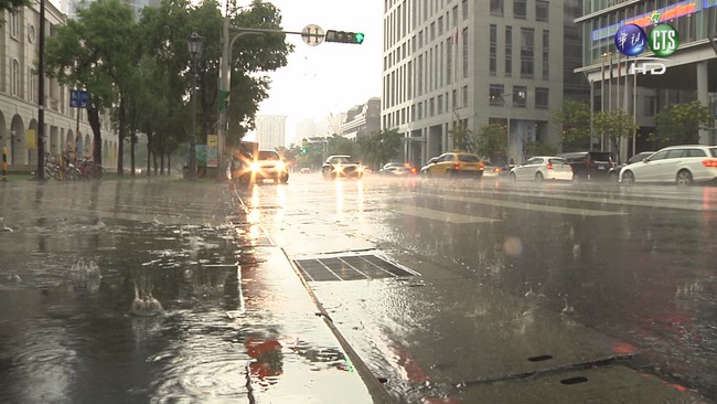 梅雨鋒面16縣市大雨特報 周二趨緩   華視新聞