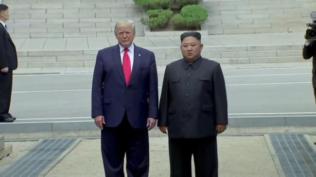 首位美總統踏上北韓 川普見金正恩跨越38度線 | 華視新聞