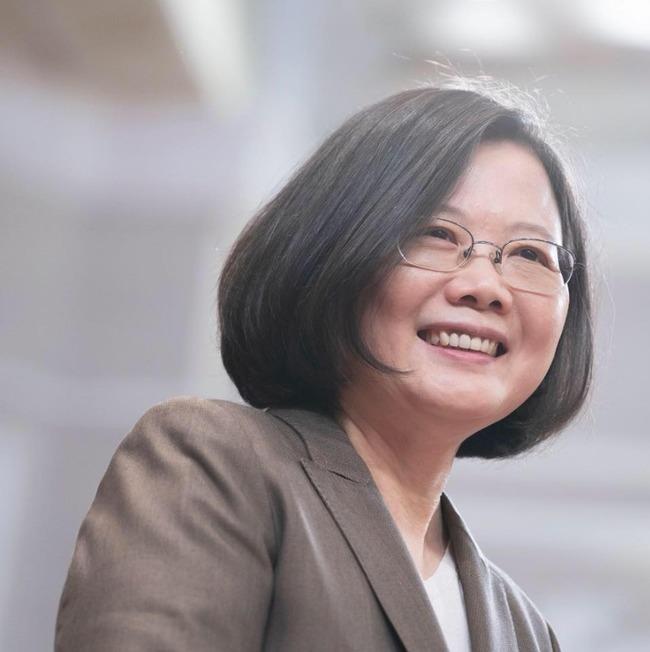 遭批「帶職參選」蔡英文傻眼:那國民黨連任的總統? | 華視新聞