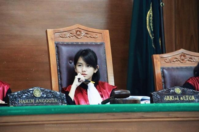 童顏女法官 清新脫俗網凍未條 | 華視新聞