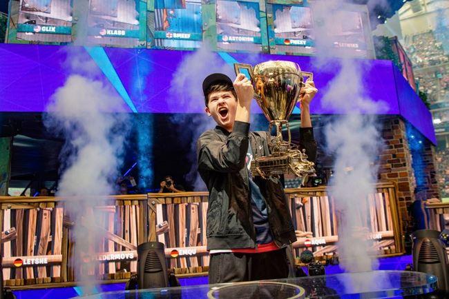 「Fortnite要塞英雄」世界冠軍 16歲少年抱回近億元獎金 | 華視新聞