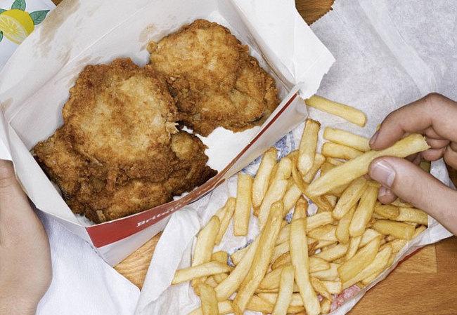 美調查:28%外送員曾偷吃食物 薯條.洋蔥圈最好下手 | 華視新聞