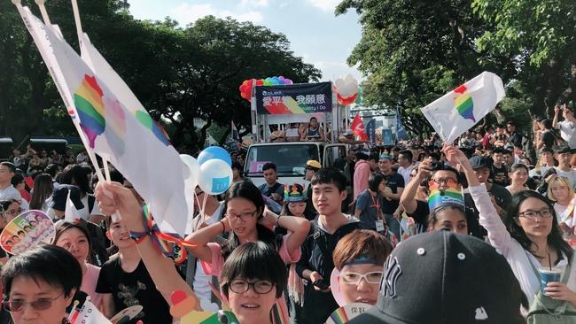 同性伴侶申請配偶喪葬津貼遭駁回 提行政訴訟贏了! | 華視新聞