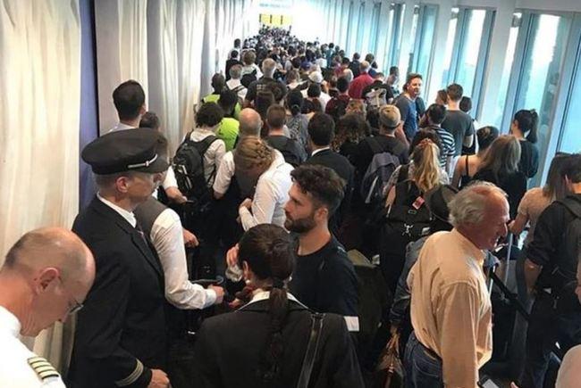 美國出入境系統大當機 旅客塞爆機場 | 華視新聞