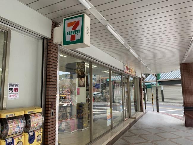 北市15大超商、咖啡店騎樓禁菸 違者最高罰1萬! | 華視新聞