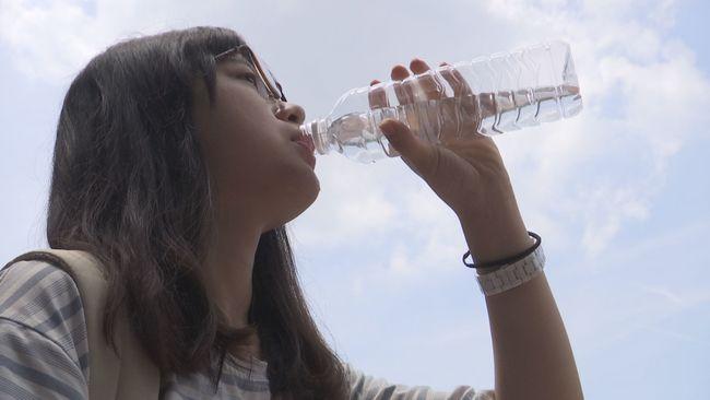 瓶裝水放車上高溫溶塑化劑?! 食藥署實驗打臉 | 華視新聞