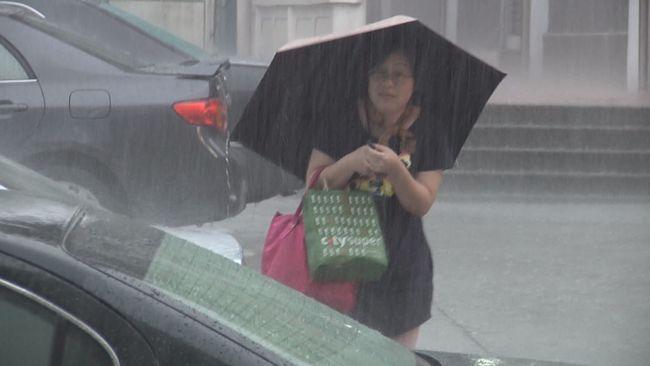雨下不停! 低壓帶持續降雨 週六熱低壓恐直撲台灣 | 華視新聞