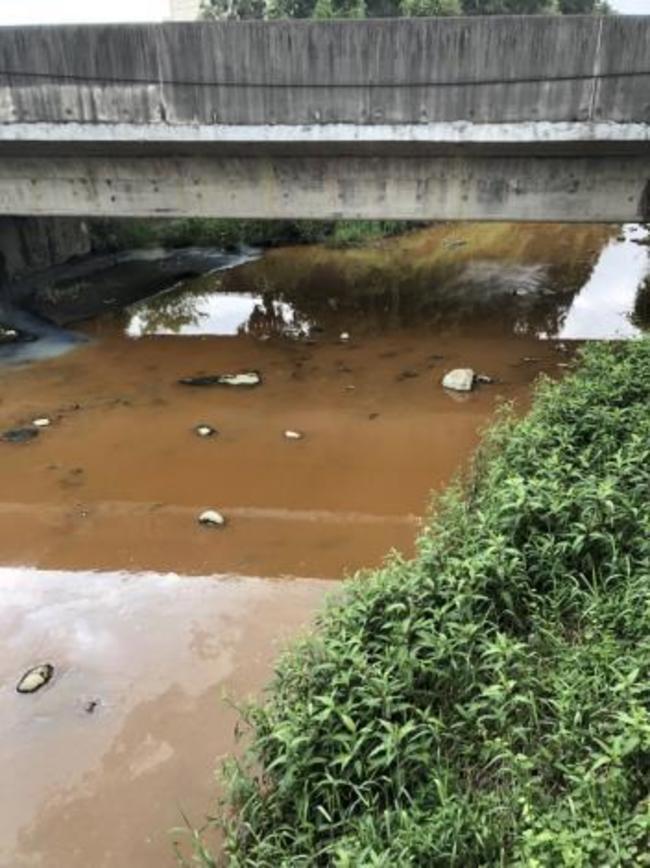 台南工廠未妥善處理廢水 氯化鐵染紅大排... | 華視新聞