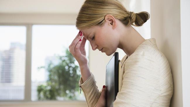 偏頭痛折磨好崩潰!肉毒桿菌竟能「賜你免痛」 | 華視新聞