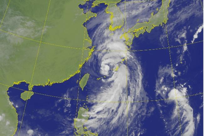 輕颱塔巴北朝日韓走 外圍掃雨北北基大豪雨特報 | 華視新聞