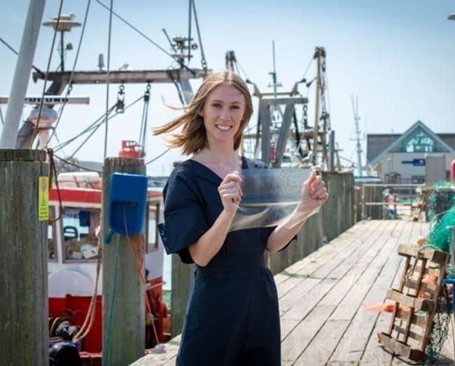 英正妹發明環保「魚皮塑膠」 比傳統塑膠更加堅固 | 華視新聞