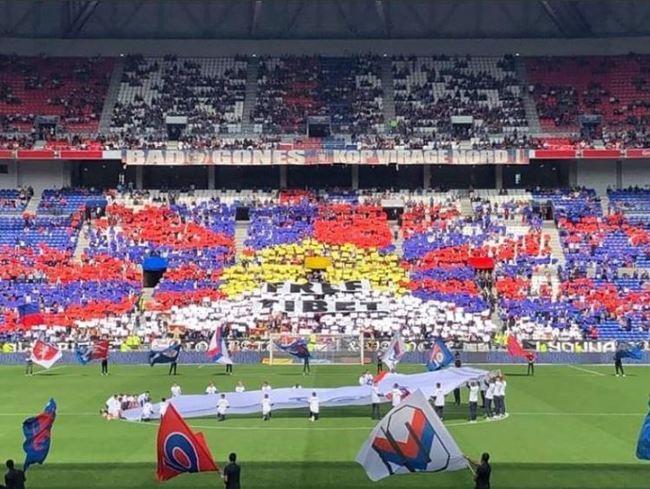 不滿球賽配合中國時間 法甲球迷排西藏「雪山獅子旗」 | 華視新聞