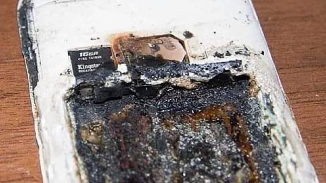 少女睡夢中頭被炸爛 疑手機電池過熱爆掉惹禍 | 華視新聞