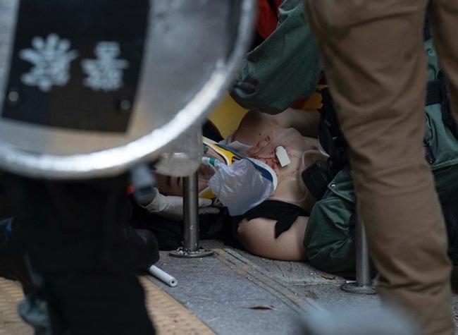 反送中》不滿港警實彈開槍 數百人校外靜坐聲援 | 華視新聞