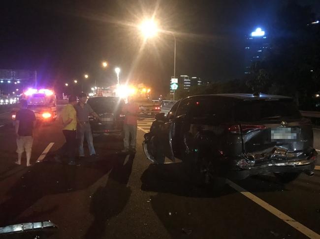 國3北上連環車禍 5男1女輕傷送醫 | 華視新聞