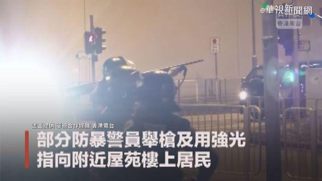 港商場保全擋警被捕 群眾聲援圍警署 | 華視新聞