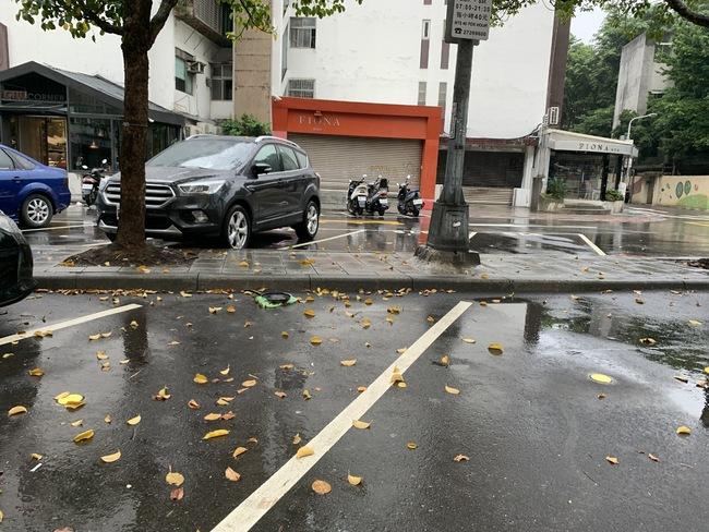 東北風發威! 4縣市大雨特報 宜蘭慎防豪雨 | 華視新聞