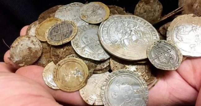 挖到寶! 男幫友人找婚戒 意外發現400萬古金幣 | 華視新聞