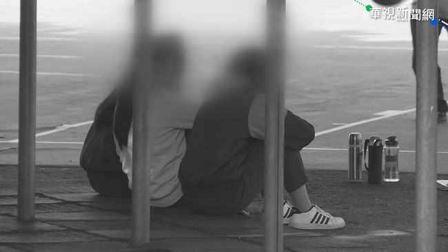 霸凌!國中生遭同學圍毆 電擊棒恫嚇 | 華視新聞