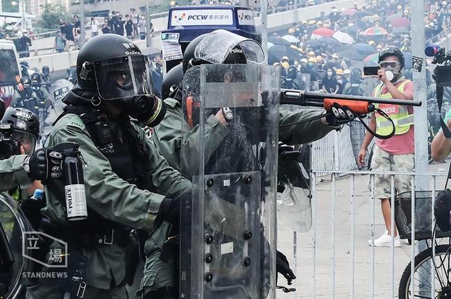 反送中抗爭持續延燒 港警擬配電擊槍 | 華視新聞