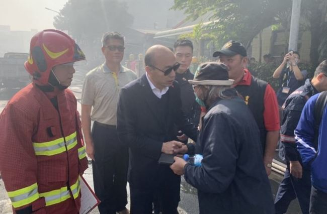 高雄大火空汙 立委批市長在睡?韓國瑜回應   華視新聞