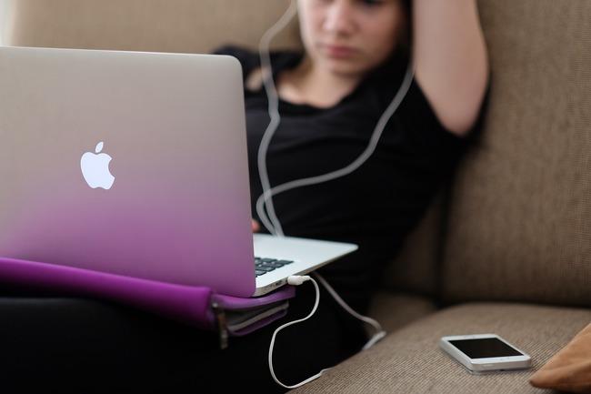 降低孩子網路成癮風險 國教署推「數位教養6大原則」 | 華視新聞